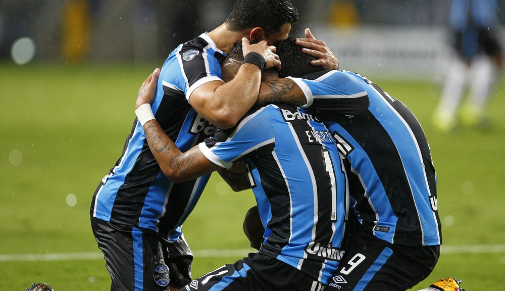 PORTO ALEGRE, BRAZIL - MARCH 02: Everton of Gremio celebrates their forth goal during the match Gremio v Liga de Quito as part of Copa Bridgestone Libertadores 2016, at Arena do Gremio  on March 02, 2016 in Porto Alegre, Brazil. (Photo by Lucas Uebel/Getty Images)