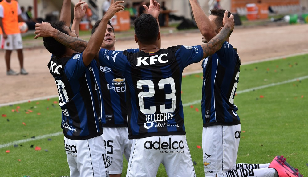 Ecuadors Independiente del Valle Junior Sornoza (L) celebrates his goal against Perus Melgar with teammates during their Copa Libertadores football match in Arequipa, Peru on March 1, 2016. AFP PHOTO/CRIS BOURONCLE / AFP / CRIS BOURONCLE        (Photo credit should read CRIS BOURONCLE/AFP/Getty Images)