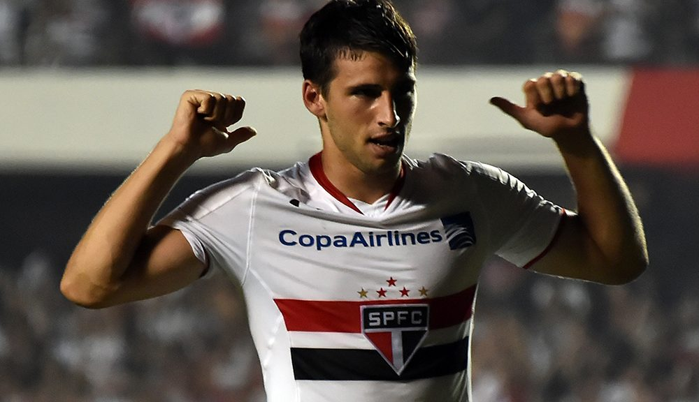 Calleri of Brazils Sao Paulo, celebrates his goal scored against Argentina's River Plate, during their 2016 Copa Libertadores football match held at Morumbi stadium, in Sao Paulo, Brazil, on April 13, 2016 / AFP / NELSON ALMEIDA        (Photo credit should read NELSON ALMEIDA/AFP/Getty Images)