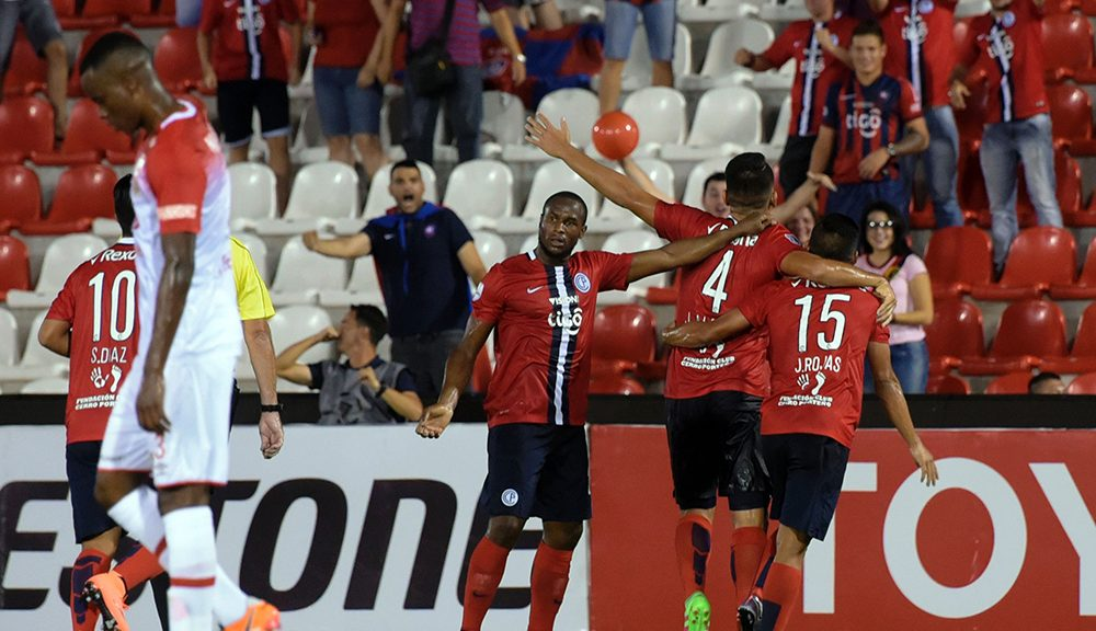 Paraguay's Cerro Porteno players celebrate after scoring against Colombia's Independiente de Santa Fe during their Libertadores 2016 Cup football match at Defensores del Chaco stadium, in Asuncion, on April 20, 2016. / AFP / NORBERTO DUARTE        (Photo credit should read NORBERTO DUARTE/AFP/Getty Images)