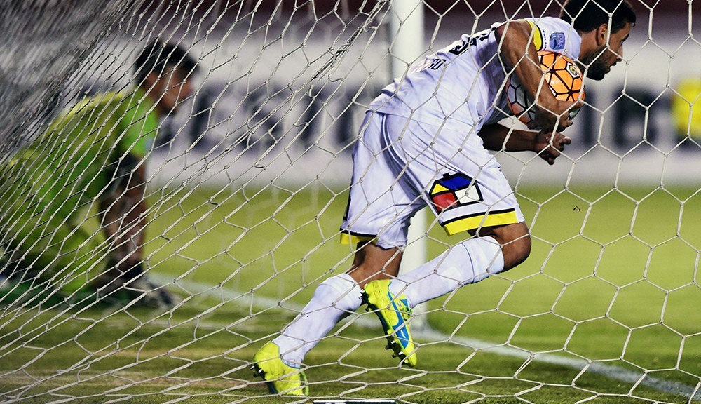 Chiles Colo Colo footballer Martin Tonso picks up the ball from Perus Melgar goalkeeper Daniel Ferreyra after teammate Esteban Paredes (out of frame) scored , during their Copa Libertadores football match at the Mariano Melgar Stadium in Arequipa, Peru on April 7, 2016.  / AFP / CRIS BOURONCLE        (Photo credit should read CRIS BOURONCLE/AFP/Getty Images)