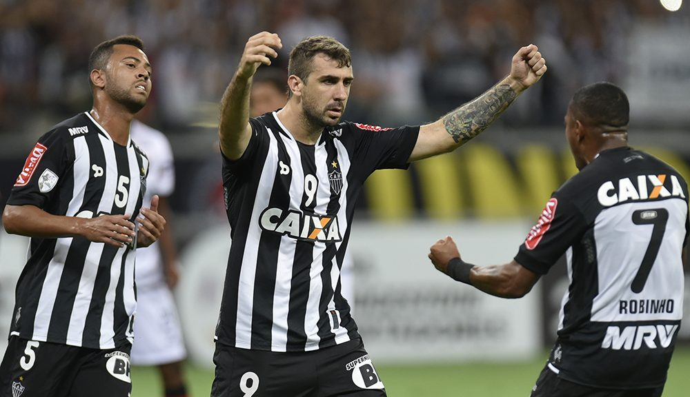 Brazilian Atletico Mineiro player Lucas Pratto (c) celebrates after scoring against Peruvian Melgar during their 2016 Libertadores Cup match at Mineirao Stadium in Belo Horizonte, Brazil on April 14, 2016.  / AFP / DOUGLAS MAGNO        (Photo credit should read DOUGLAS MAGNO/AFP/Getty Images)