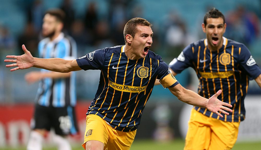 Argentina's Rosario Central Marco Ruben celebrates after scoring against Brazil's Gremio during the Copa Libertadores 2016 at Arena do Gremio stadium in Porto Alegre, Brazil, on April 27, 2016.  / AFP / JEFFERSON BERNARDES        (Photo credit should read JEFFERSON BERNARDES/AFP/Getty Images)