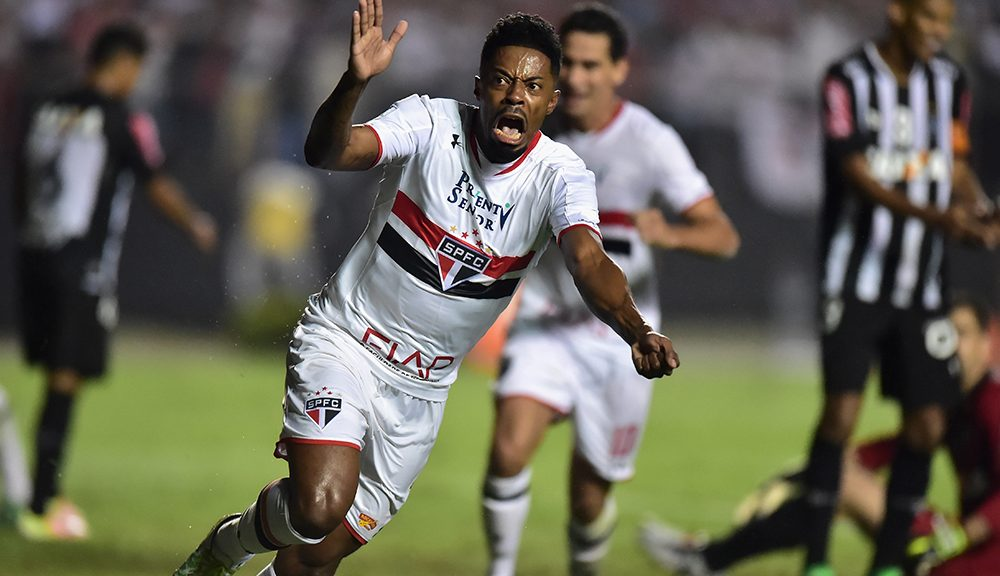 SAO PAULO, BRAZIL - MAY 11:  Michel Bastos of Sao Paulo celebrates scoring the goal during quarterfinal first leg match of Copa Bridgestone Libertadores between Sao Paulo and Atletico MG at Morumbi Stadium on May 11, 2016 in Sao Paulo, Brazil.  (Photo by Friedemann Vogel/Getty Images)