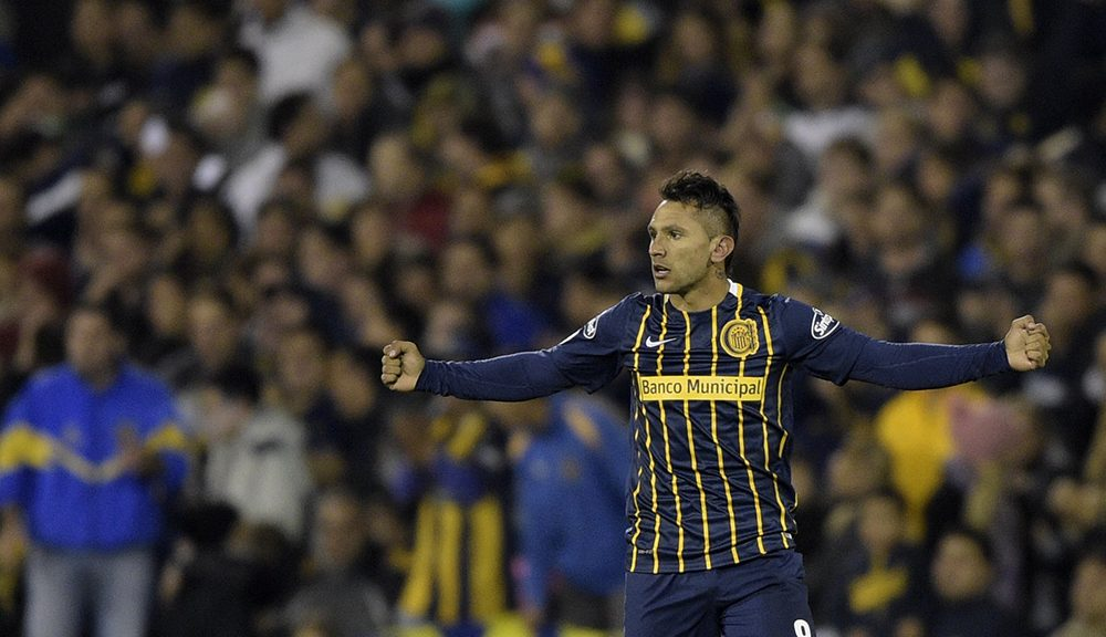 "Argentina's Rosario Central midfielder Walter Montoya celebrates after scoring against Colombia's Atletico Nacional during their Copa Libertadores 2016 quarterfinals first leg football match at the ""Gigante de Arroyito"" stadium in Rosario, Santa Fe, Argentina, on May 12, 2016. / AFP / JUAN MABROMATA        (Photo credit should read JUAN MABROMATA/AFP/Getty Images)"